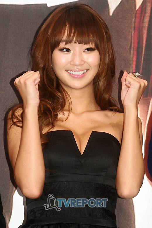 Why Sistar's Hyorin always covered her forehead with her long bangs